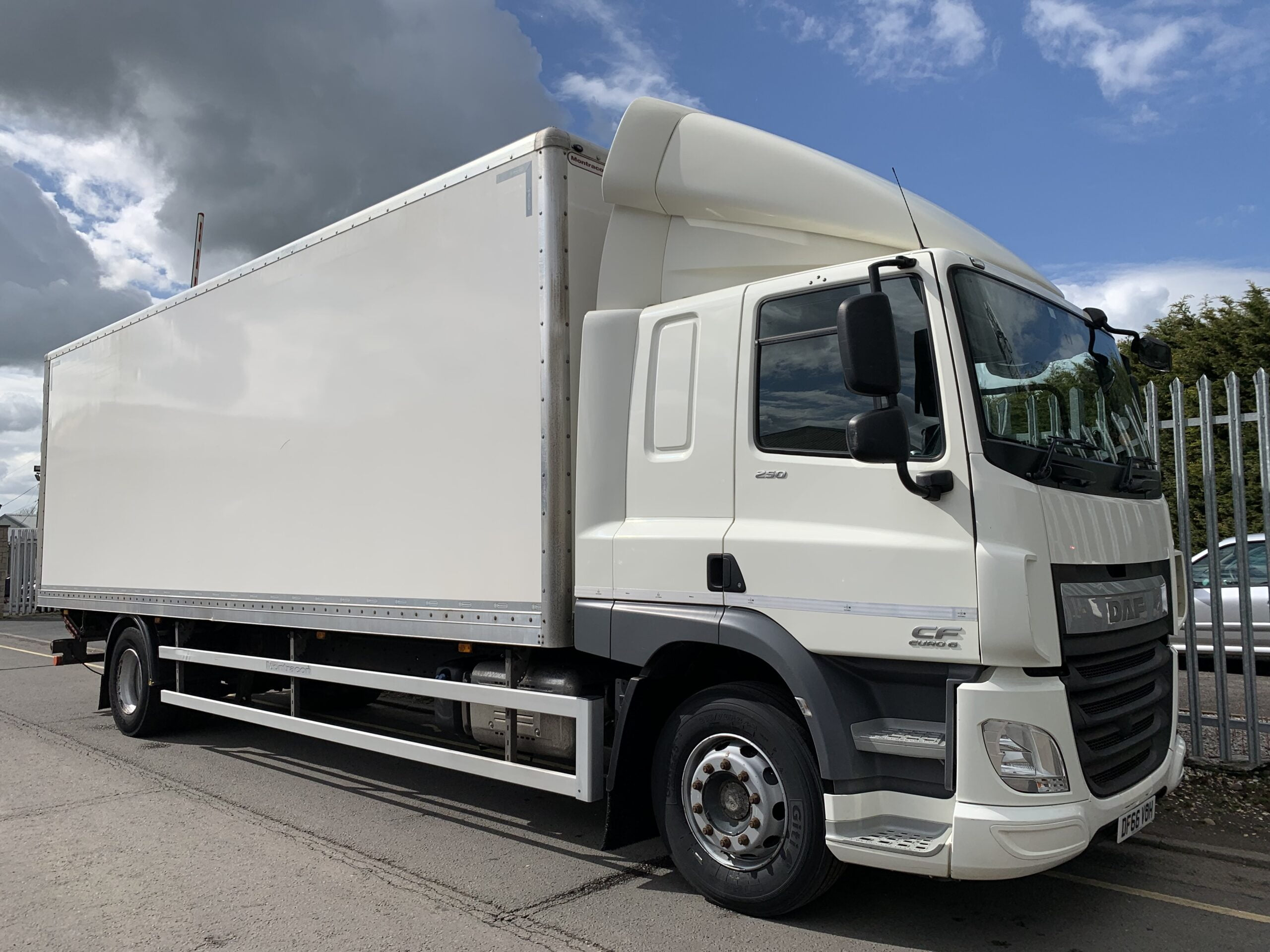 2016 (66) DAF CF Box Tailift, 18 Tonne, 250bhp, Euro 6, Dhollandia Tuckunder Tailift (1500kg Capacity), Automatic Gearbox, Montracon 27ft Body, Sleeper Cab, Steering Wheel Controls, Flush Rear Doors, Load Lock Rail, Warranty & Finance Options available.