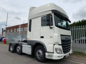 2017 DAF XF, Euro 6, 460bhp, Superspace Twin Sleeper Cab, 12 Speed AS Tronic Automatic Gearbox, 3.95m Wheelbase, Steering Wheel Controls, Air Con, Electrically Heated & Adjustable Mirrors, Radio/USB, Mid-Lift Axle, Exhaust Brake, 490 Litre Fuel Tank, 90 Litre ADBlue Tank, Aluminium Catwalk Infill Panels, Fully Colour Coded, Warranty & Choice Available.