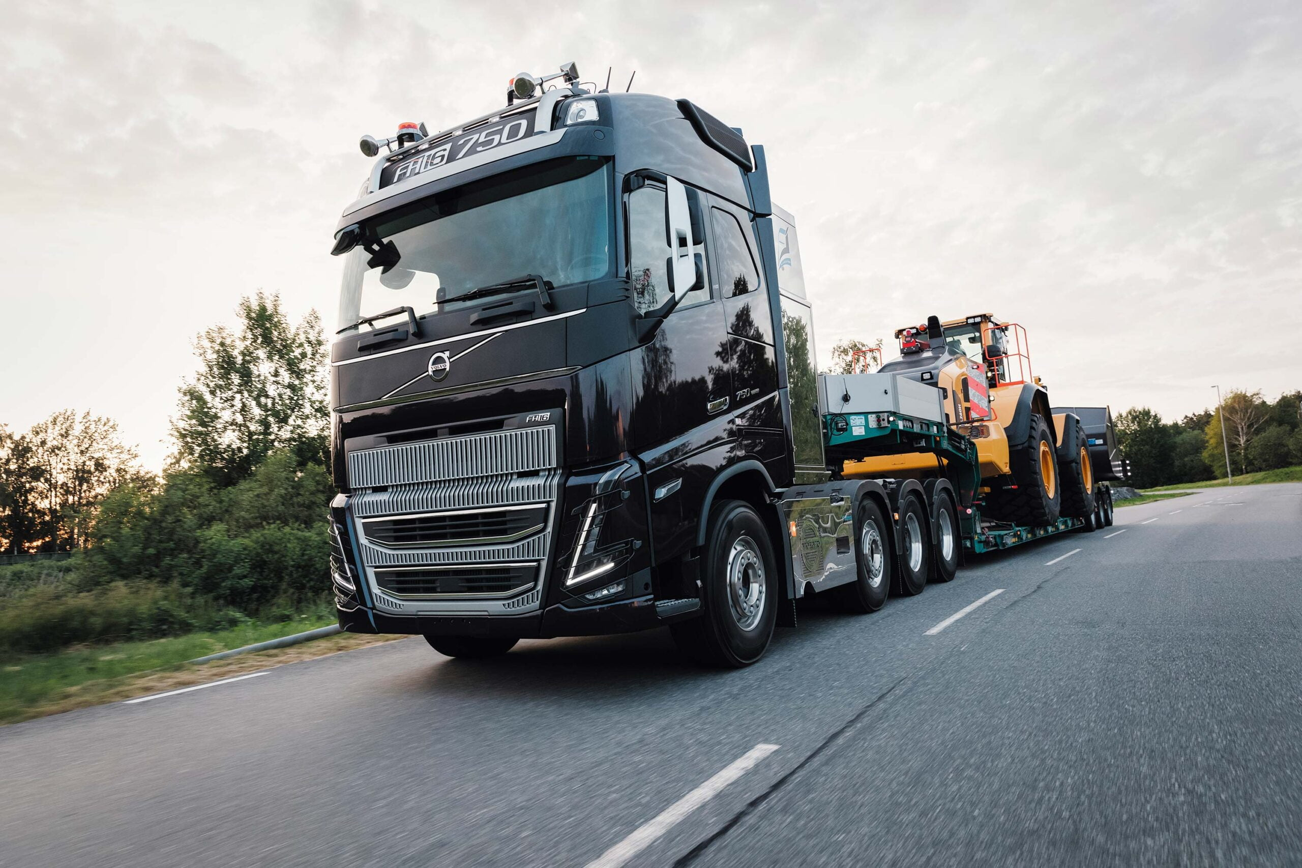 volvo-fh16-low-sleeper-volvo-fh16-image-gallery-img5-scaled