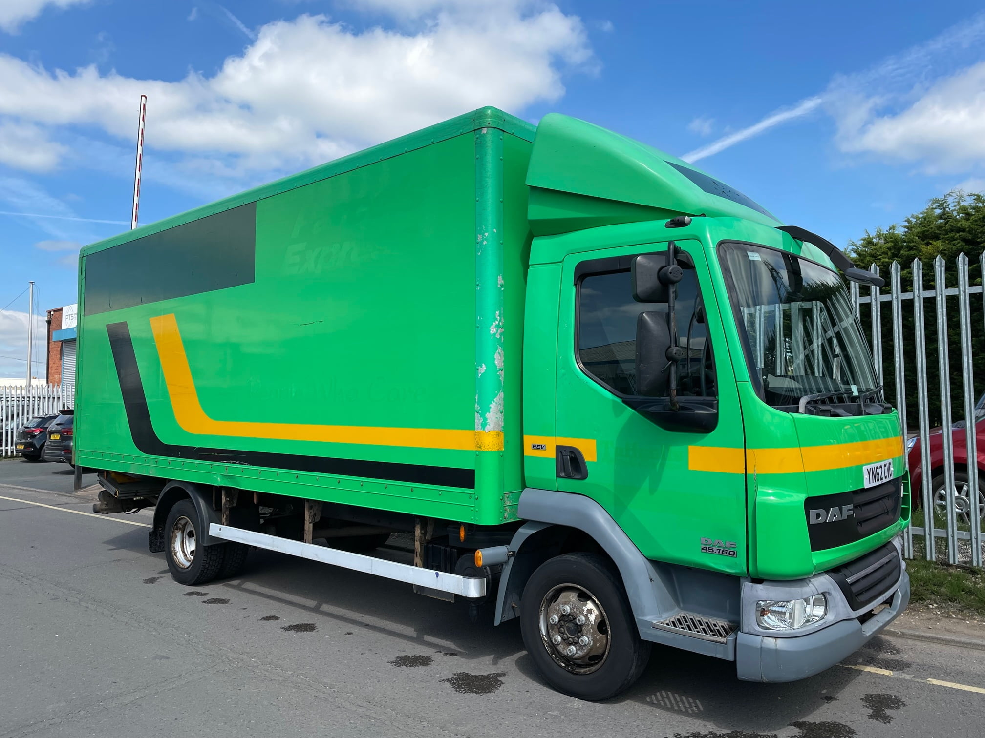 2012 (62) DAF LF, Euro 5, 160bhp, Automatic Gearbox, Day Cab, Cruise Control, Steering Wheel Controls, 6.89m Body Length, MBB Palfinger Tuckunder Tailift, 374,179km.