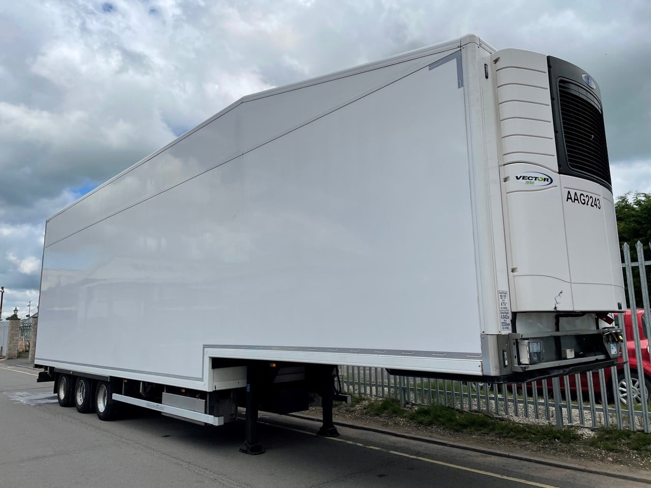 2018 Montracon Fridge Trailer, Carrier Vector 1950 Fridge Engine, 4.84m External Height, BPW Axles, Drum Brakes, Barn Doors, Resin with Chequer Plate Floor, Hydraulic Double Deck, 19.5 Inch Wheels, Choice & Finance Options Available.