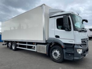2021 (70) Mercedes Antos Boxvan, 26 Tonne, Euro 6, 320bhp, Zepro Tuckunder Tailift (1500kg Capacity), Automatic Gearbox, Day Cab, 30ft Body, 5.8m Wheelbase, Camera System, Air Con, Steering Wheel Controls, Warranty & Finance Options Available.