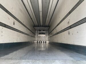 2011 Chereau Single Temp Fridge Trailer, Carrier Vector 1550 Fridge Engine, BPW Axles, Drum Brakes, Resin Floor, Barn Doors, Riase Lower Valve Facility, Internal Door Fitted.