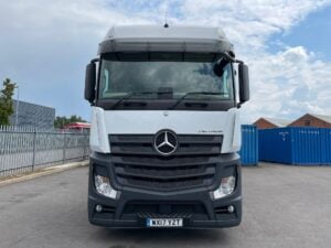 2017 Mercedes Actros, Euro 6, 450bhp, Bigspace Single Sleeper Cab, Mid-Lift Axle, Automatic Gearbox, 4m Wheelbase, Air Con, Cruise Control, Steering Wheel Controls, Low Mileage, Choice & Warranty Available.
