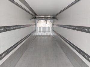 2016 Krone Dual Temp Fridge Trailer. Thermoking SLXe Spectrum Engine, BPW Axles, Drum Brakes, Aluminium Floor, Barn Doors, 2 x Load Lock Rails, Raise Lower Valve Facility.