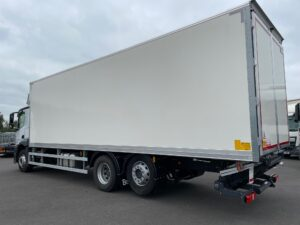 2021 (70) Mercedes Antos Boxvan, 26 Tonne, Euro 6, 320bhp, Zepro Tuckunder Tailift (1500kg Capacity), Automatic Gearbox, Day Cab, 30ft Body, 5.8m Wheelbase, Camera System, Air Con, Steering Wheel Controls, 668km, Warranty & Finance Options Available.